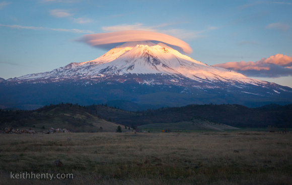 Lenticular cloud over Mt. Shasta (CA)